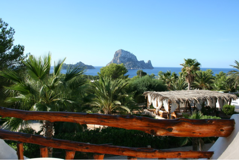 Apartmenthotel with an unforgettable view of Ibiza
