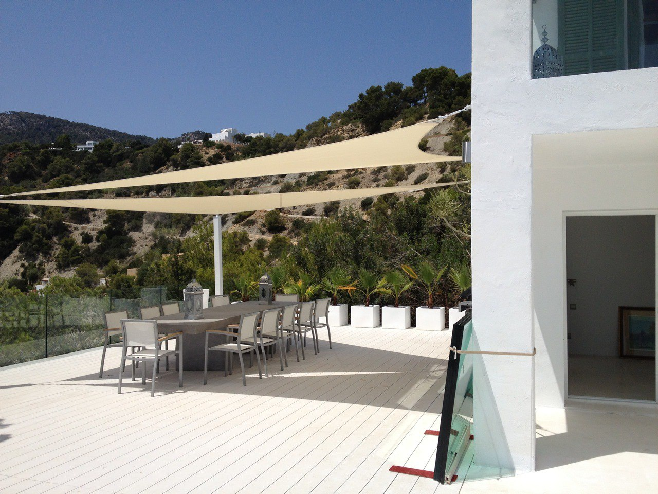 Luxury villas located in front of the sea in es cubells for Villas ibiza