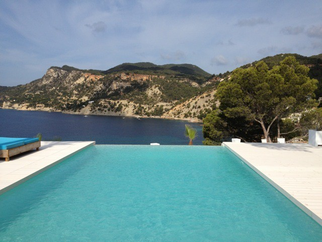 Luxury villas located in front of the sea in Es Cubells for rent