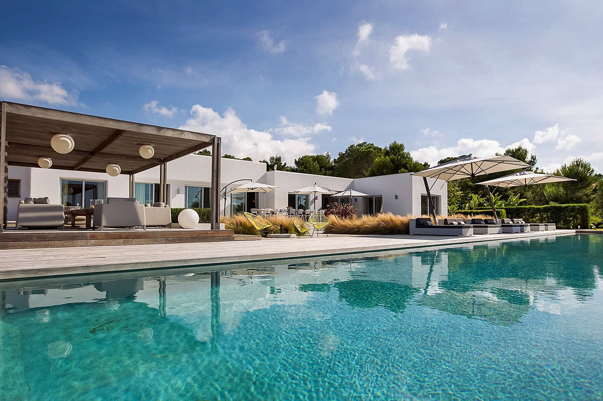 Modern and elegant luxury villa with sea view in Cala Conta for rent