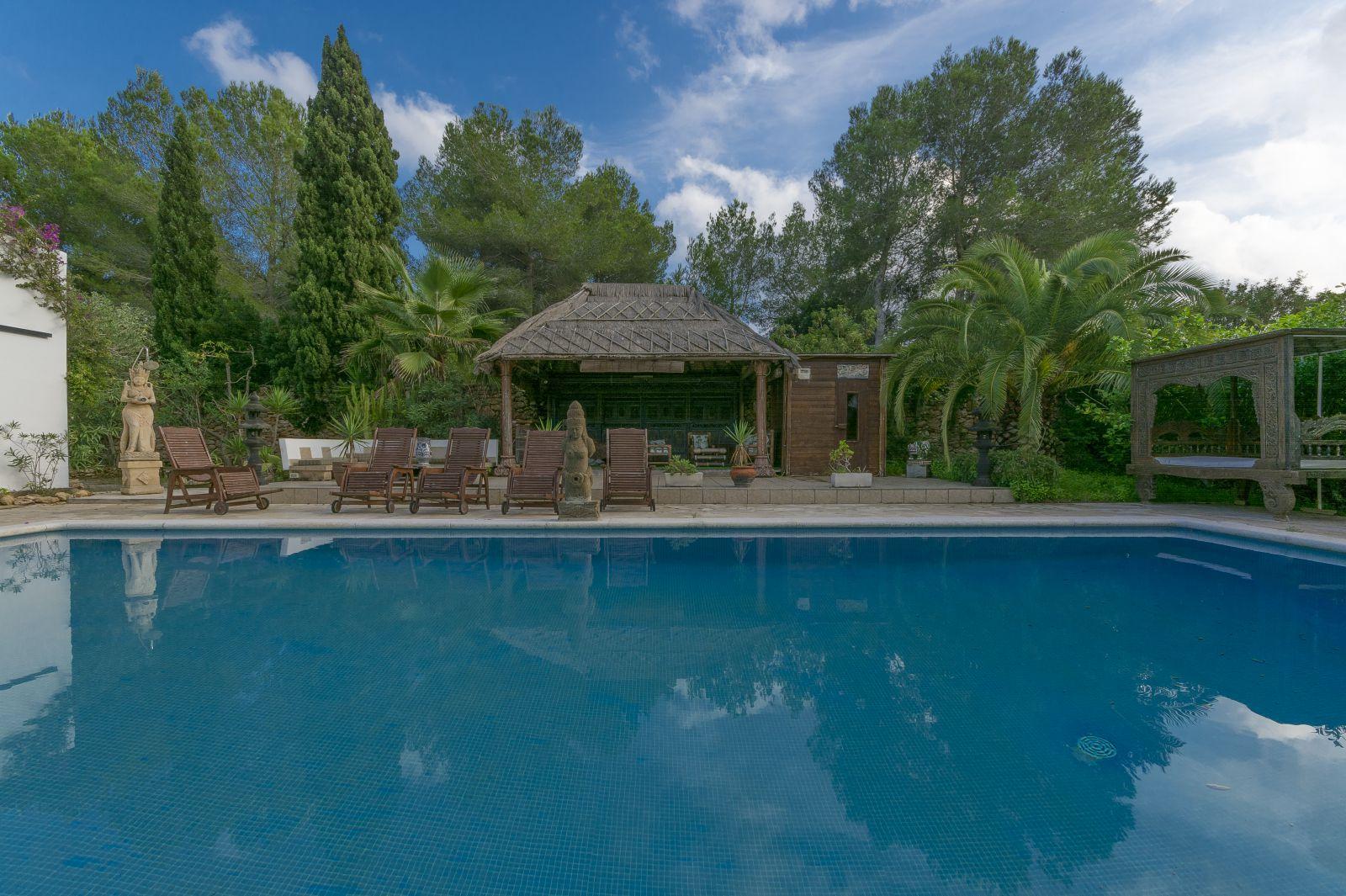 Ibizan villa directly on the golf course Roca Llisa
