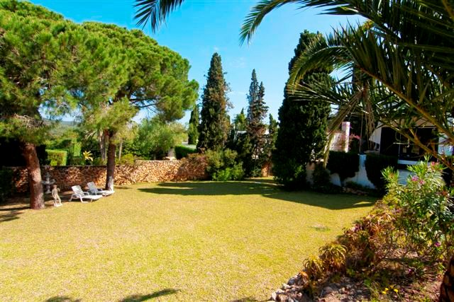 Ibizan villa directly on the golf course Roca Llisa
