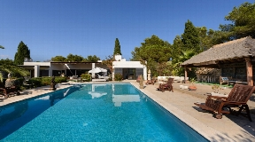 Ibizan villa directly on the golf course of Roca Llisa