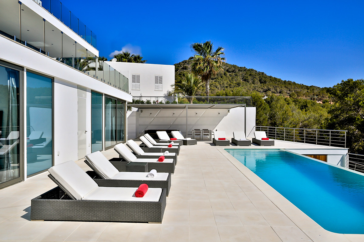 Luxury villa in Cap Martinet Ibiza with great views to the sea