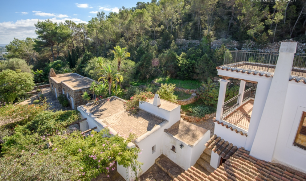 Characterial Finca In Santa Eulalia with views and big plot