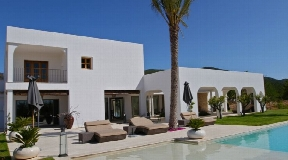Stylish villa in the valley of Morna for sale