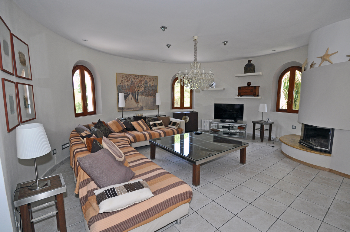 Wonderful quality villa with two swimming pools in tranquil location