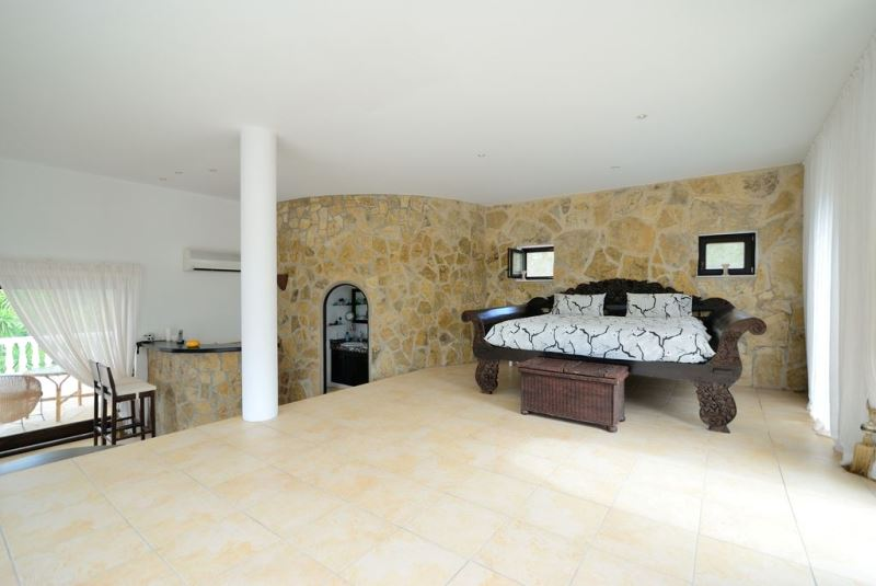 Fully renovated luxury Mediterranean style villa for sale