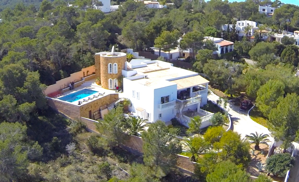Villa for sale in Cala Bassa