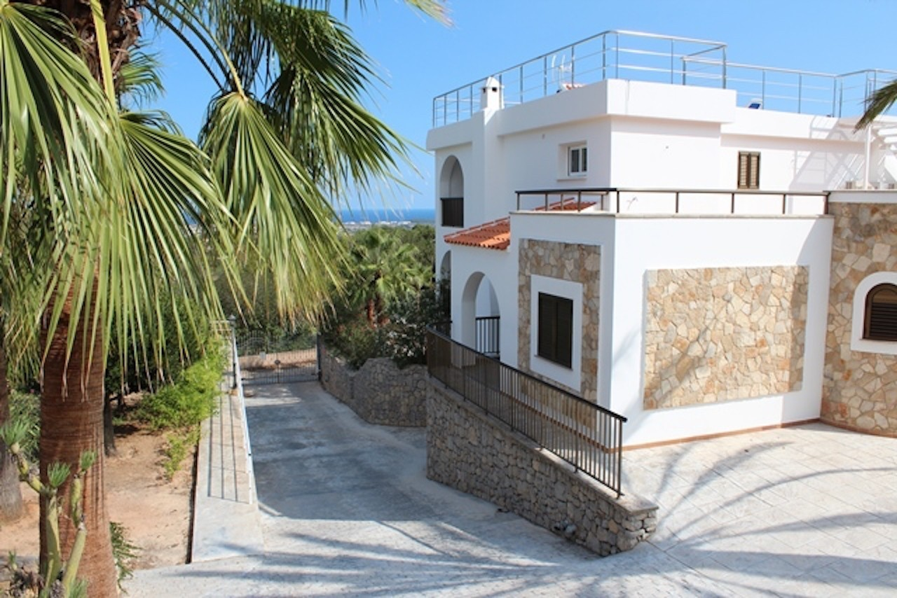 Spacious Villa with amazing sea view at KM4