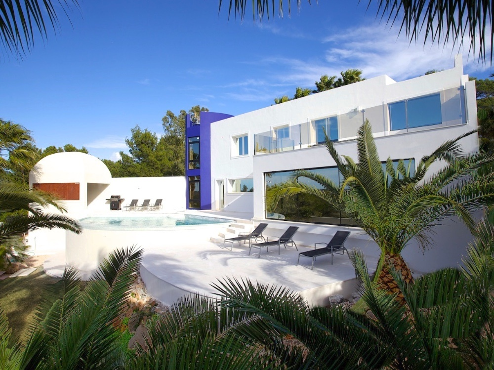 Modern villa with wonderful sea views in Cala Conta