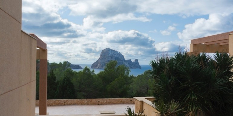 Four terraced houses in Ibiza with sea view to renovate