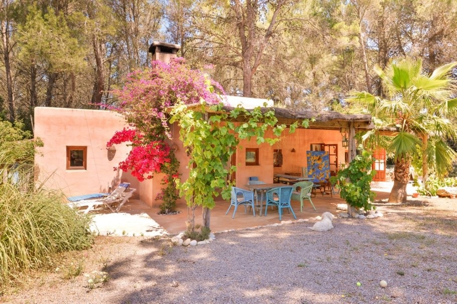 Country house on Ibiza near San Gertrudis and San Juan for sale