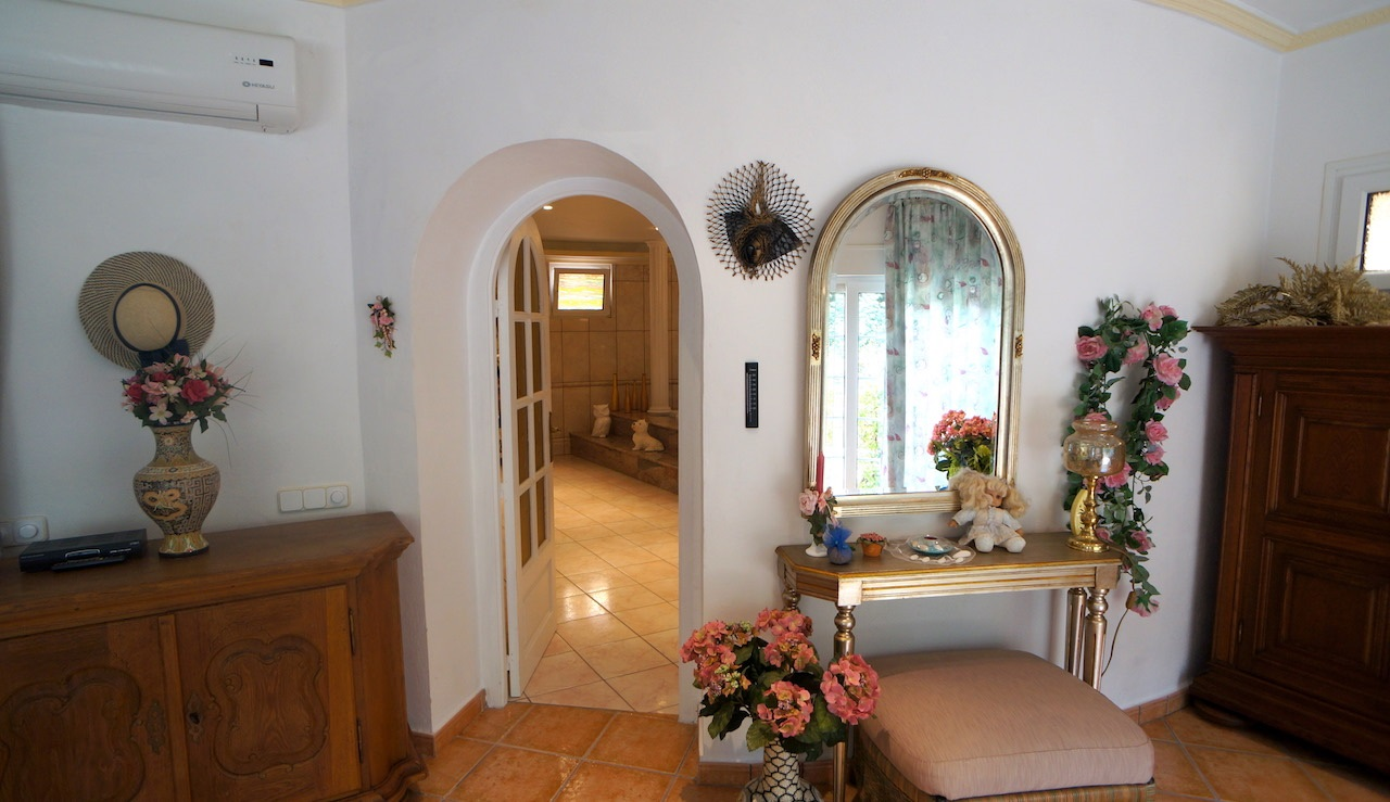Large villa with five guest apartments in Can Furnet for sale