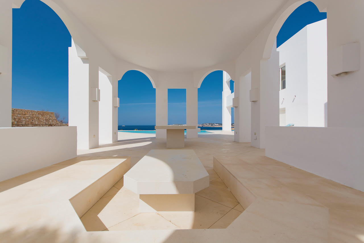 Luxury property with panoramic sea view for sale