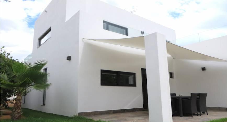 Casa moderna en Cala Longa en venta