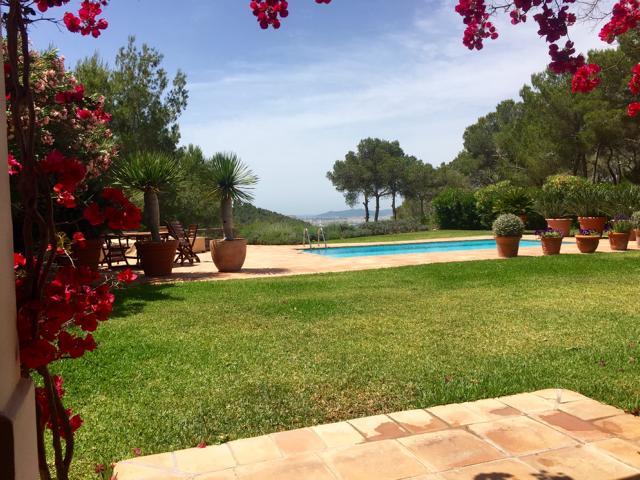 Luxury Villa between Ibiza and Santa Eulalia