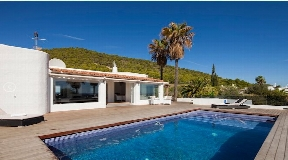 Fantastic modern villa with 6 bedrooms private pool and seaviews in Sa Carroca