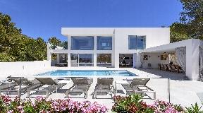 Large modern Villa in Cap Martinet for sale