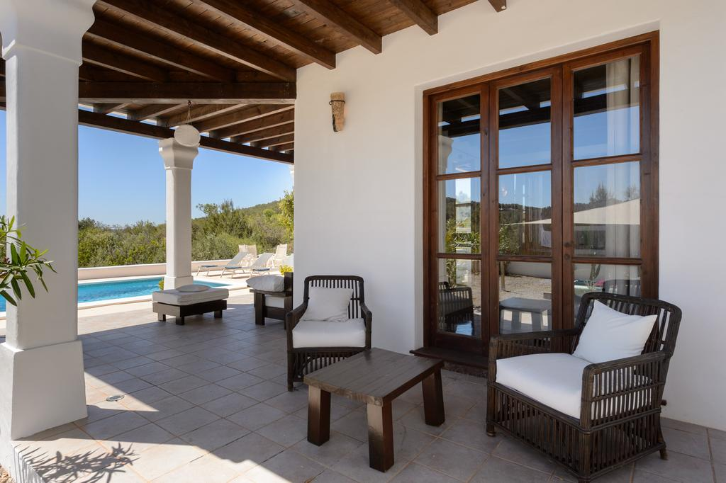 Charming Finca with terraces on a south west facing plot near Ibiza