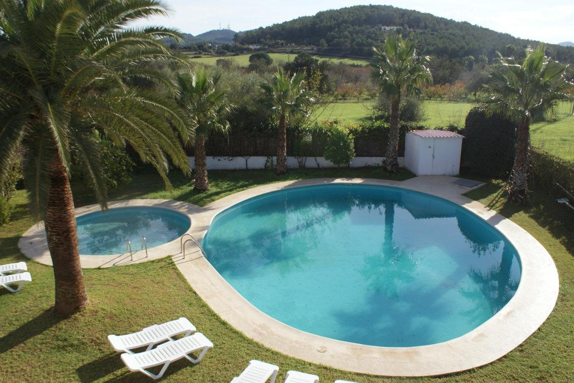 Idyllic rural house in the peace-loving Santa Gertrudes