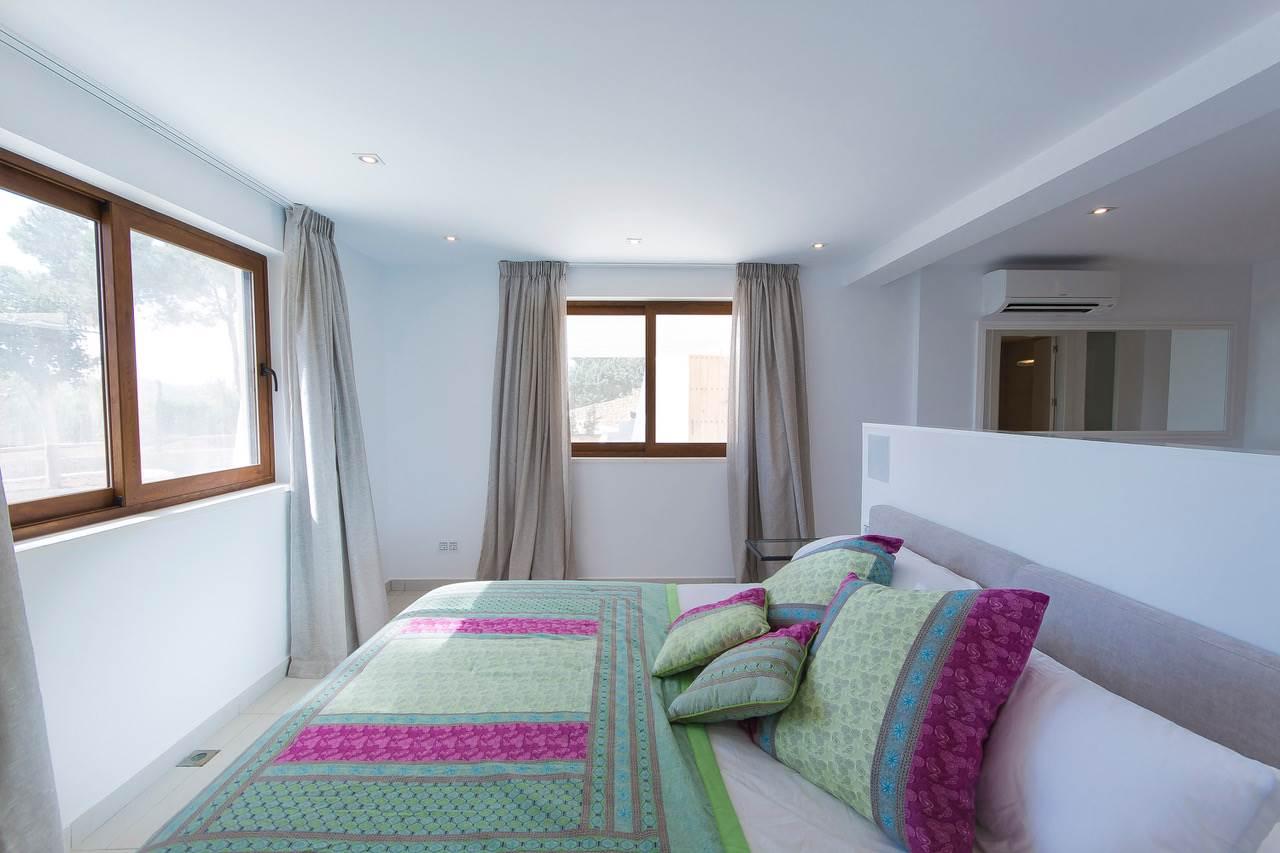 New villa with big plot and amazing views in Santa Eulalia