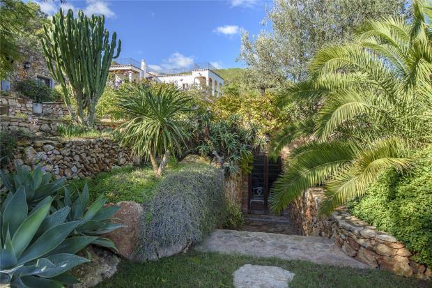 Characterial Finca In Santa Eulalia with views and big plot