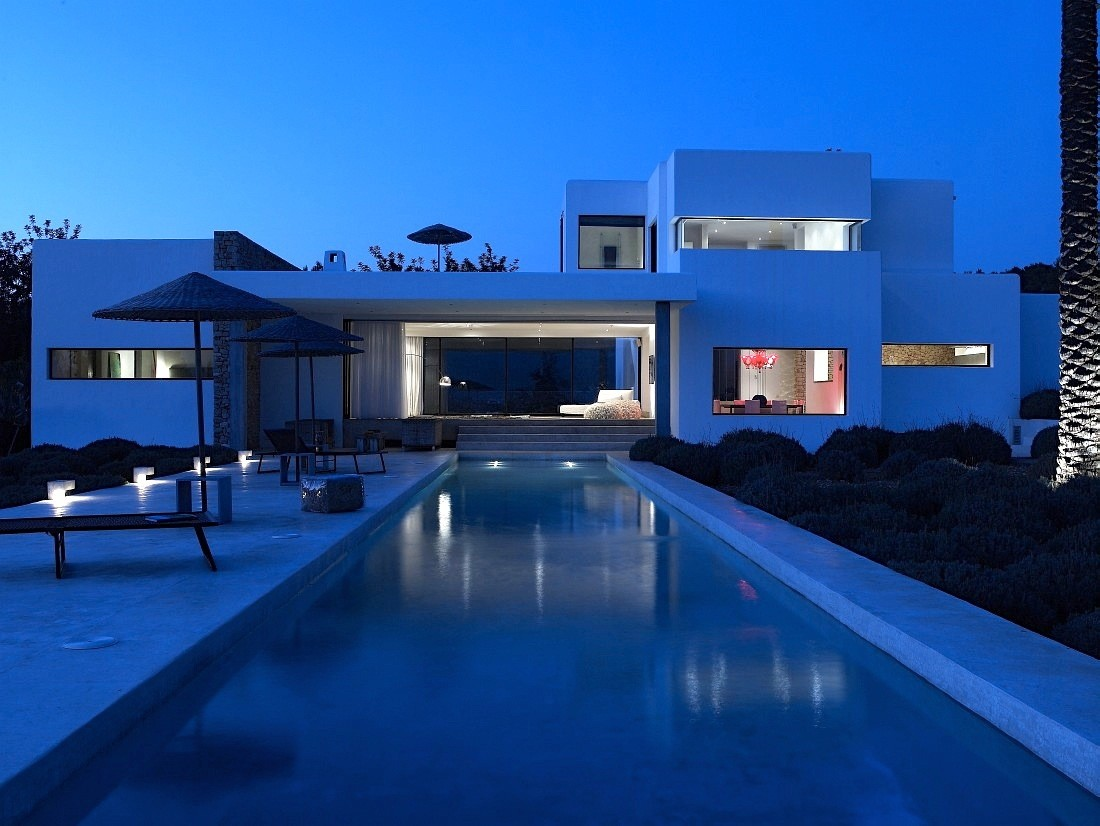 Modern villa with fantastic pool area and beautiful sea view