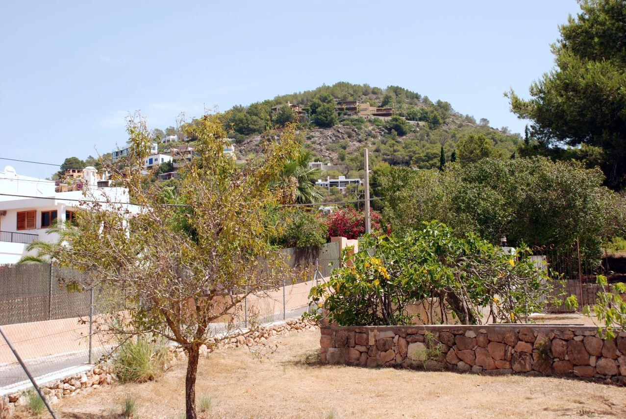 Urban plot of 1035 m2 in Cap Martinet / Ibiza