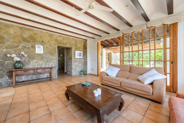 Rustic villa with 10.000 m2 of land with tourist license