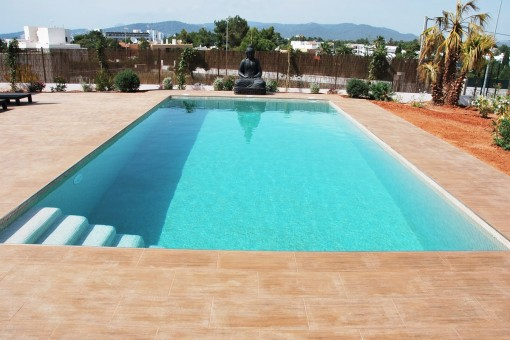 High quality built property near the beaches of Cala Bassa and Cala Conta