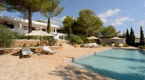 Charming villa in rural location near Roca Llisa