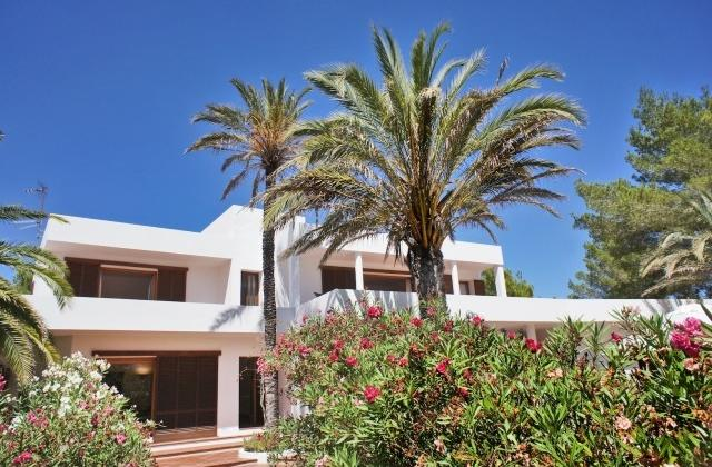 Fantastic villa in the exclusive and secure urbanisation of Roca Llisa