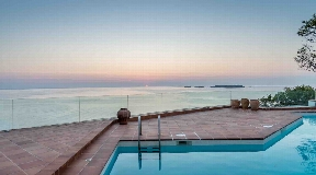 Designervilla in the first line of the sea in Cala Moli