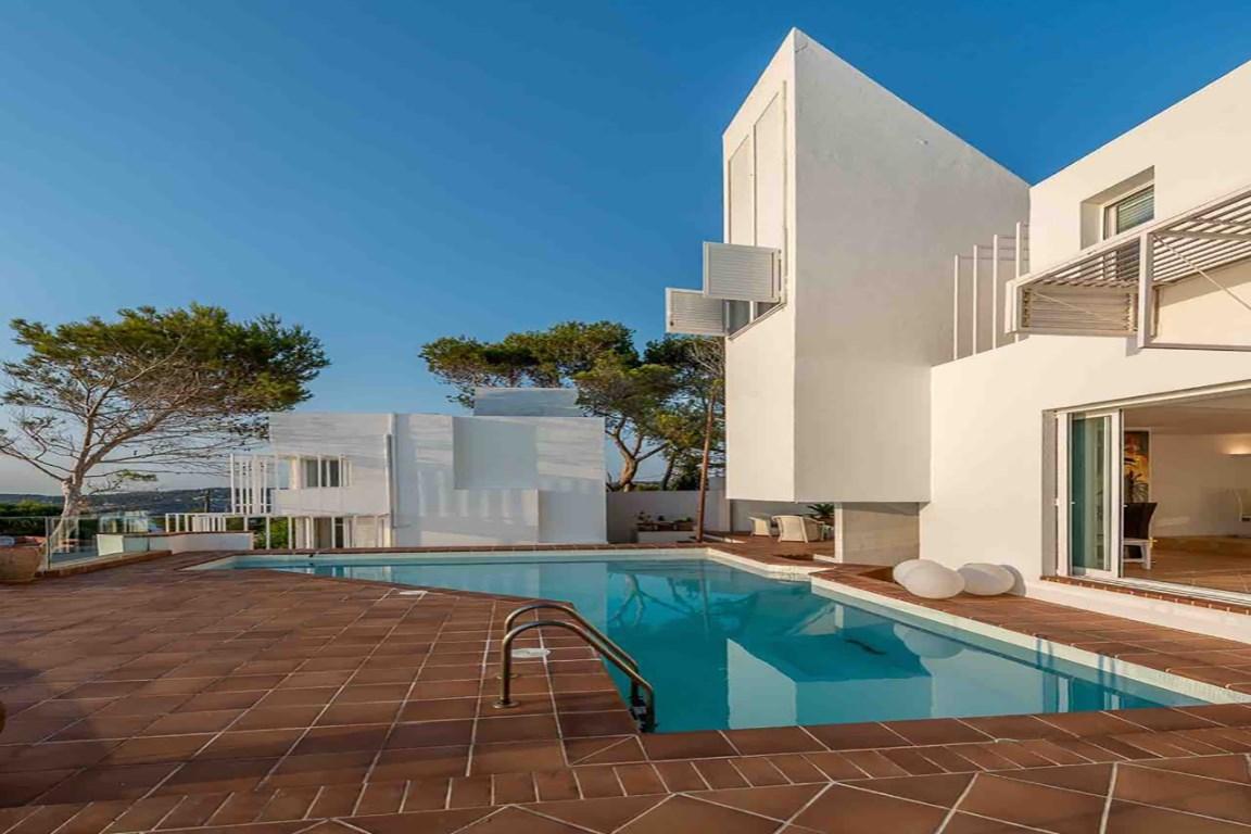 Designervilla in the first line of the sea in Cala Moli