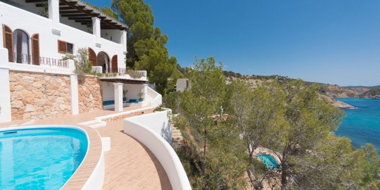 Real estate in Ibiza - Es Cubells 1st sea line and sea access