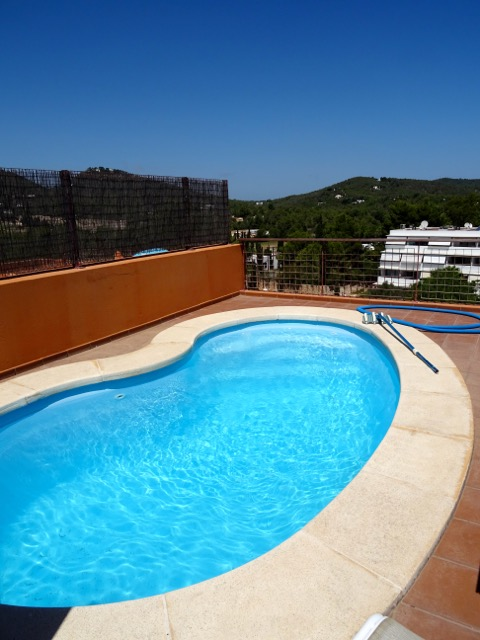 Beautiful penthouse with countryside views and private pool
