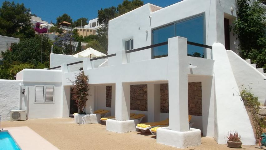 House for sale in Cala Llonga near to the beach