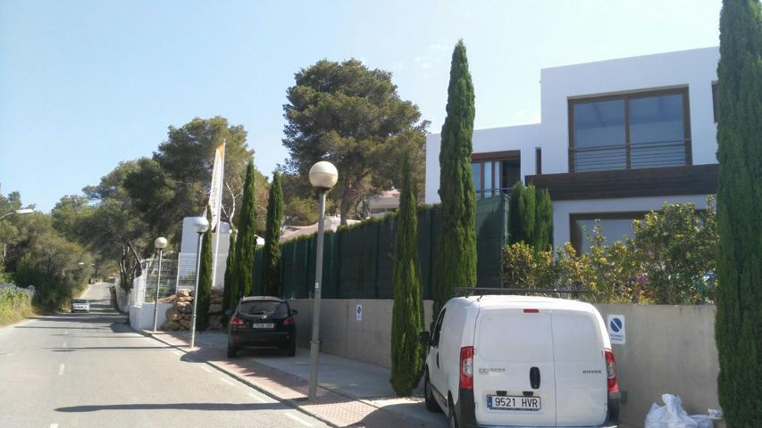 Spectacular townhouse situated in the quiet village of Cala Llonga