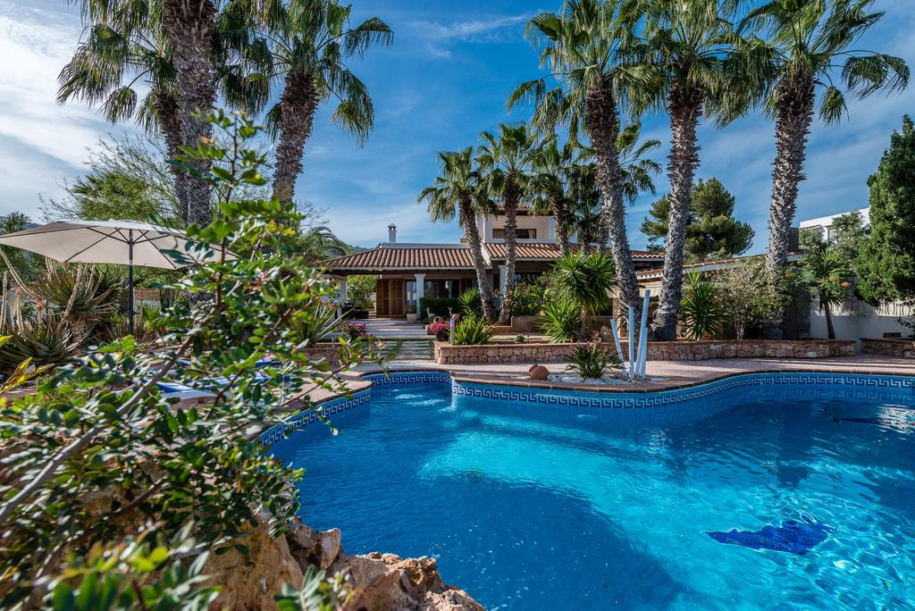 Nice house in Sa Caleta with views to the sea