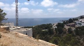 Plot with panoramic sea views in Roca Lisa