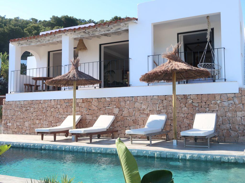 Beautiful villa for sale in Cala Llonga with sea views