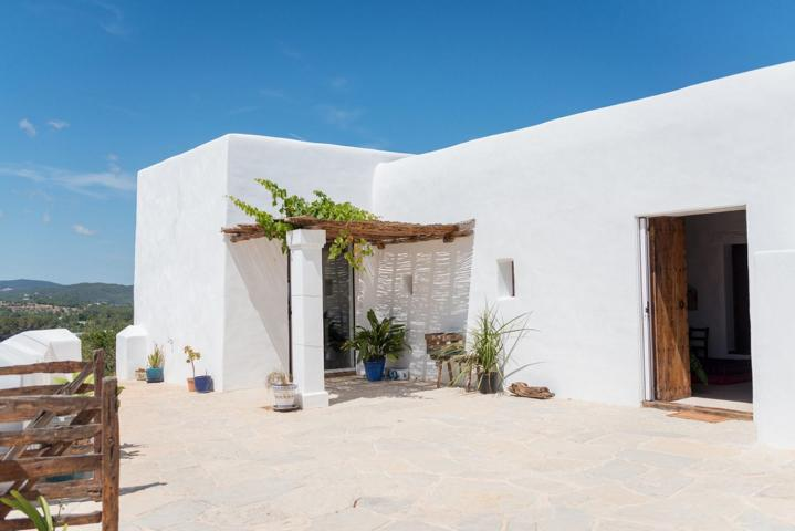 Finca with views of the hilly country side near Benniras beach