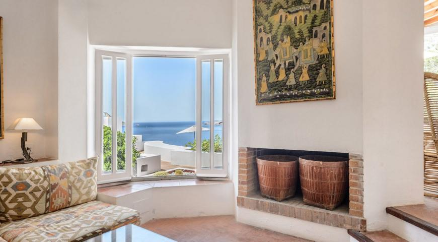 Luxury villa situated above a cliff in Cala Vadella
