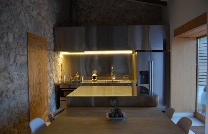 Minimalistic house at the heart of Jesus