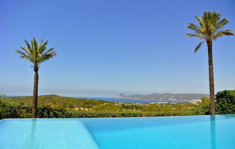 Modern house for the whole family with picturesque sea view near Cala Bassa