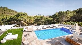 Elegant and spacious villa for sale near Ibiza
