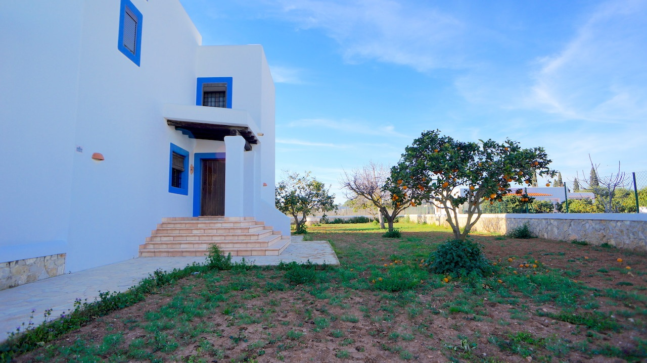 Well maintained finca in a quiet area of the village of Jesus