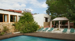 Beautiful house in the area of Jesus with 2,400 m2 of land and 340 m2 built