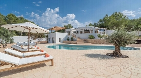 Completely renovated villa near the beach with sea view in Cala Vadella